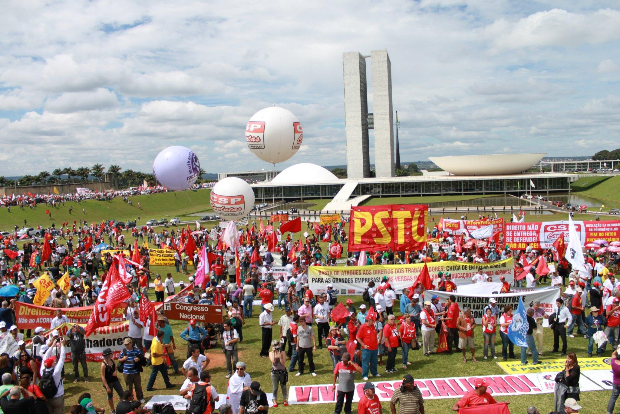 Marcha reúne milhares de trabalhadores em Brasília